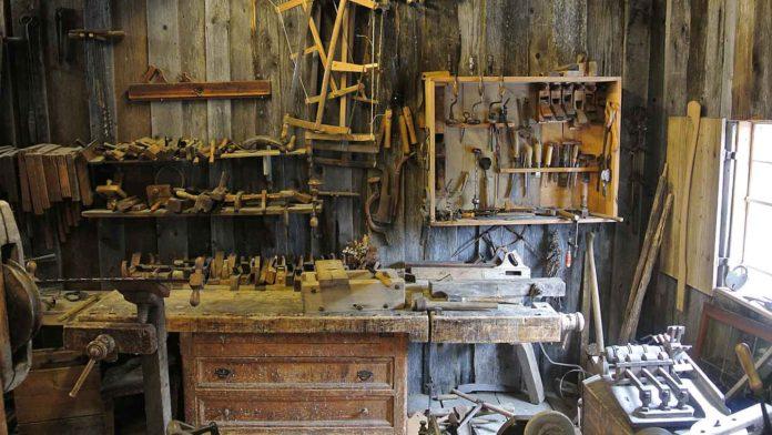 Bad-Habits-That-Make-Your-Garage-Messy-on-junkcommunity